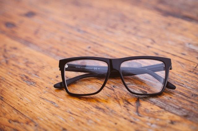 ffb8135ab9 Cómo evitar que se rayen las lentes de las gafas? - Moda & Salud Visual