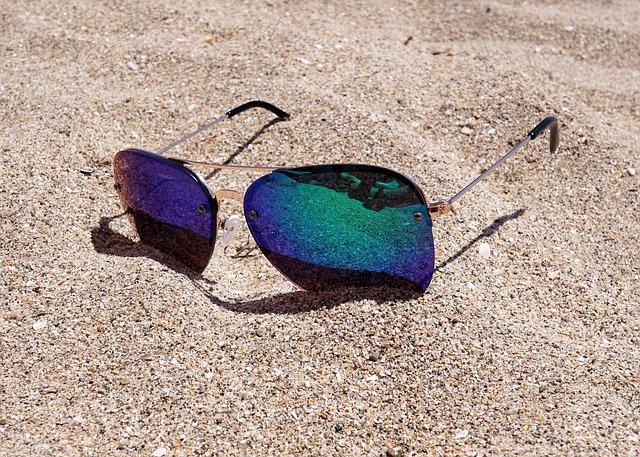 898ac75061 Cómo deben ser unas gafas para ir a la playa? - Moda & Salud Visual