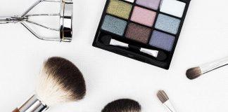 Consejos para cuidar los ojos con maquillaje en verano